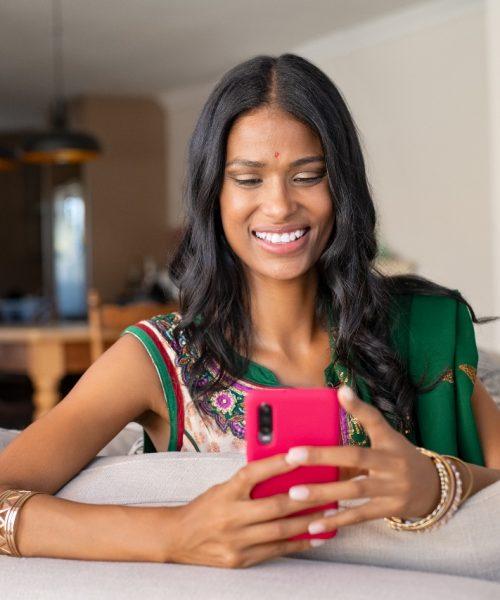 indian-woman-in-sari-using-smartphone-KY3FDAU (1)